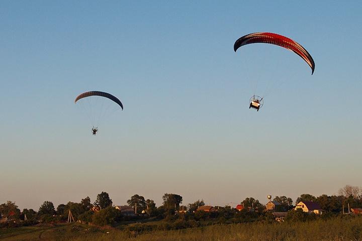 Полёт парамотопланов над Нижним Ворглом