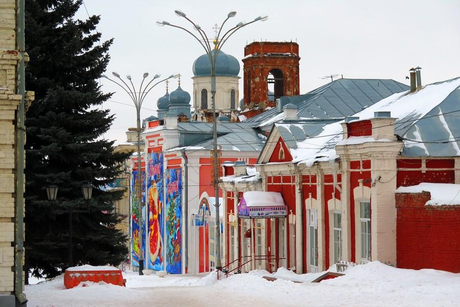 Вид на ансамбль зданий XIX века на площади Ленина